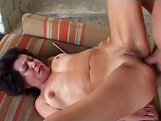Granny gets anal sex from grandpa