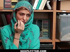 Shoplyfter Hot Muslim Teen Caught and Harassed
